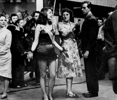 1959_SkinfoourTeeth_VivenLeigh.jpg -
