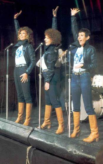 1976_RockFollies.jpg -
