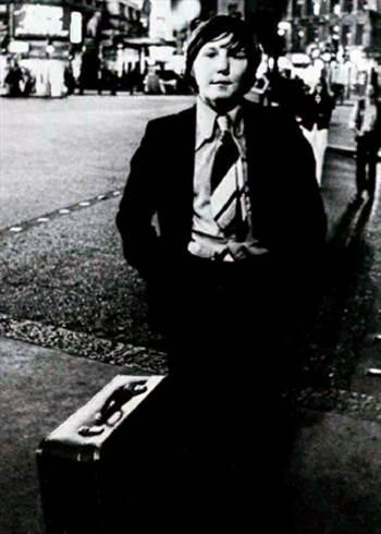 1975_JohnnyGoHome.jpg -