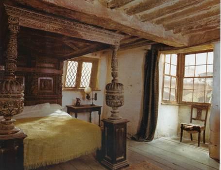 Bedroom-leaky_cauldron1_zps6fa3ecb8.jpg by Charbonne