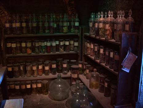 the_potions_classroom_1_by_hellonlegs-d5r4rjo.jpg by Charbonne