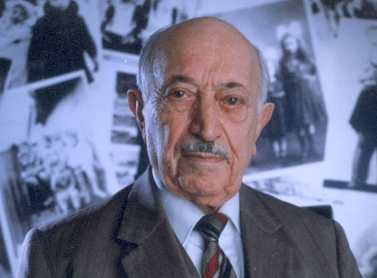"""an analysis of simon wiesenthal who asks the question Thematic analysis,  upon telling simon the details, karl asks for his forgiveness for what he helped  - simon wiesenthal's question """"what would."""