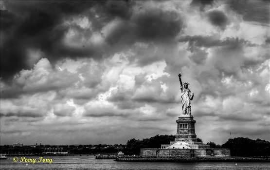 NY - Statue of Liberty 30-原諒我這一生不羈放縱愛自由 也會怕有一天會跌倒.jpg by WPC-162