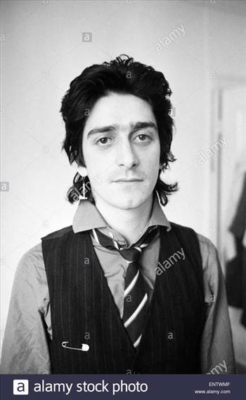 gary-holton-actor-and-singer-pictured-at-the-flat-he-shared-with-friend-ENTWMF_zpszk6dscrz.jpg by Arthur Pringle