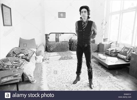 gary-holton-actor-and-singer-pictured-at-the-flat-he-shared-with-friend-ENW01Y_zpsku97i2h8.jpg by Arthur Pringle