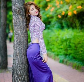 Latinfeels is a mail-order bride dating site that has already existed on the dating market for quite some time. It has gained the necessary experience and has extended its database so everyone who