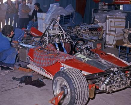 Ferrari-312T-parte-anteriore-smontata.jpg by IntentionallyBlank