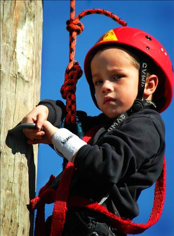 20040404-1-Climbing a ropes course-2.jpg by WPC-76