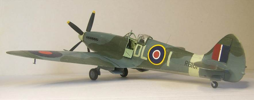 Airfix Spitfire XIVc 8.JPG by Alex Gordon
