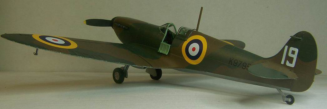 Airfix Spitfire I 7.JPG by Alex Gordon