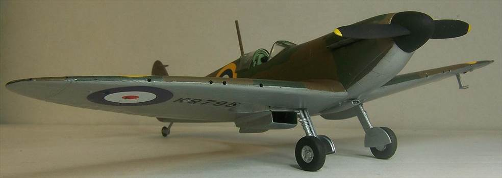 Airfix Spitfire I 5.JPG by Alex Gordon
