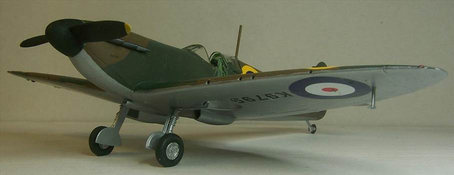 Airfix Spitfire I 6.JPG by Alex Gordon