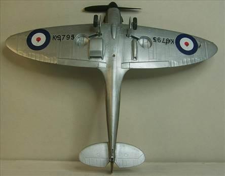 Airfix Spitfire I 9.JPG by Alex Gordon