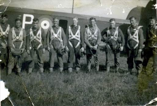 whitley poss 1 pts 291241_Tause_heltern_Parachute_training_ca_1940._Wallis_Jackson_2nd_right_None.jpg by Tony