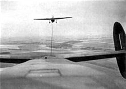 220px-Albemarle_towing_a_Horsa_glider.jpg by Tony