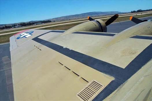 DSC_0433 B-17G N93012 Nine-O-Nine left wing l.jpg -