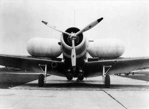 TBD_Devastator_torpedo-bomber_with_its_wing_floats_inflated_1937.jpg by modeldad