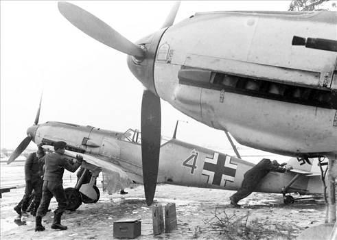 Bf-109E3-1940_zps8215f9a4.jpg~original.jpeg -