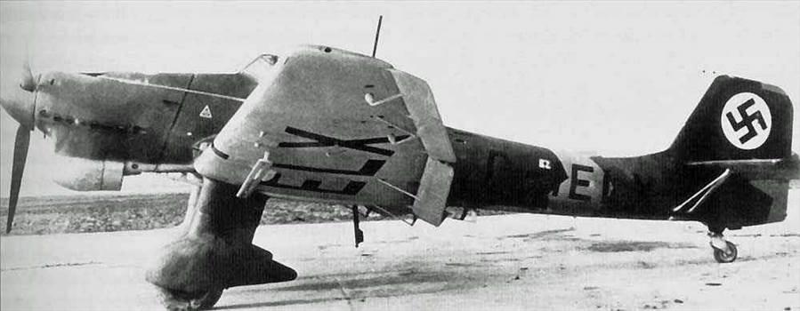 Ju87B0-Early-Factory-Production-Prototype-(D-IELX)-22f-s.jpg -