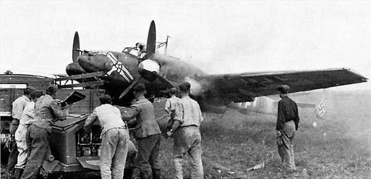 Messerschmitt-Bf-110F-Zerstorer-Stab-I.NAG1-(Q1+VB)-Russia-1943-01.jpg -