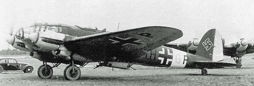 1-Heinkel-He-111H6-6.KG26-(1H+GP)-Italy-1942-01.jpg by modeldad