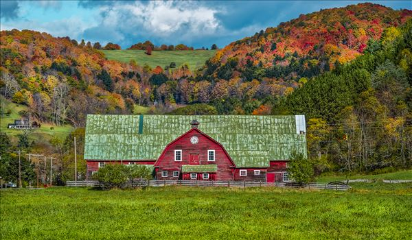 Vermont Green Roof Barn by Buckmaster