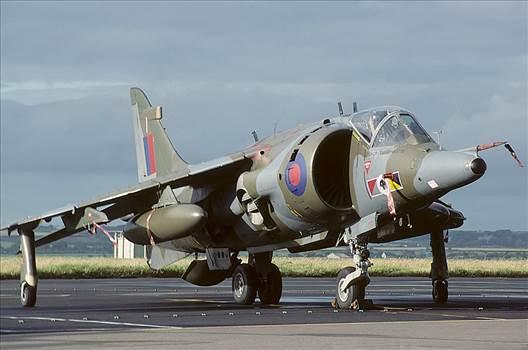 Hawker_Siddeley_Harrier_GR3,_UK_-_Air_Force_AN1578221.jpg by JustinBedford