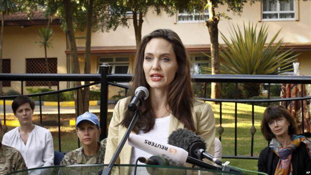66520B82-ABD4-401D-96DE-A5B63636BB6B_w1023_r1_s.jpg - آنجلینا جولی بازیگر ۴۳ ساله شاید به سیاست وارد شود