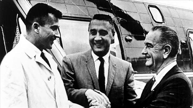 22AEFFB3-A3E7-439A-A8CF-EC32946F5BA9_w1023_r1_s.jpg - یادبود یک فضانورد فقید آمریکایی؛ وقتی «جان یانگ» ساندویچ خود را مخفیانه به فضا برد