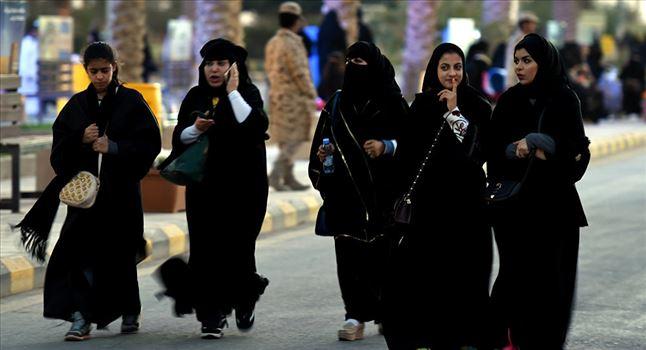 2194594.jpg - رسیدن پاهای زنان سعودی به قله کوه البرز + ت