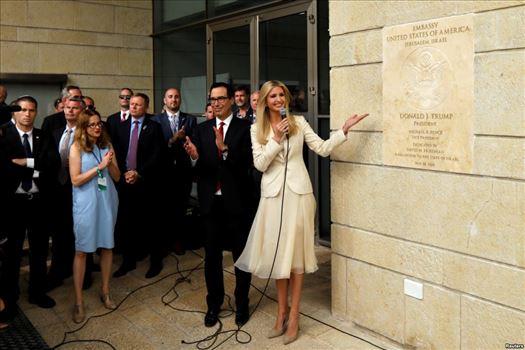 005A1BBB-B571-4912-A746-A57BC4DD6FF2_w1023_s.jpg - پرده برداری ایوانکا ترامپ و وزیر خزانه داری آمریکا از سفارت ایالت متحده در اورشلیم