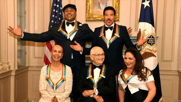 333230F9-05F5-4B57-964F-BC98AC3D5551_cx0_cy6_cw0_w1023_r1_s.jpg - جوایز مرکز «هنرهای نمایشی کندی» اهدا شد: از یک رقصنده تا یک خواننده کوباییتبار