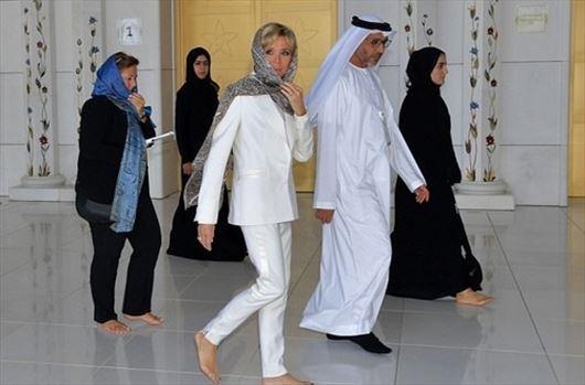 resized_762336_890.jpg - پوشش همسر رئیسجمهور فرانسه در بازدید از مسجد ش