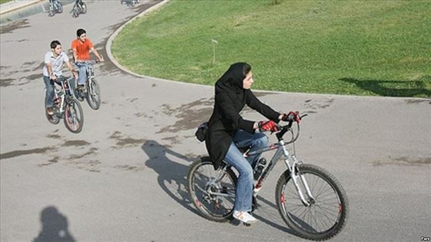 C59EE6E5-A674-410B-B483-461AE83462C2_w1023_r1_s.jpg - زنان ایران فتوای دوچرخه سواری را به چالش می کشند