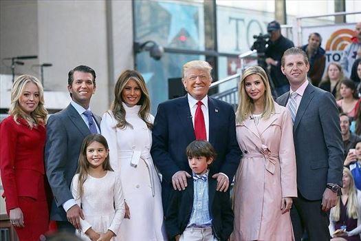 عکس-دونالد-ترامپ-و-همسرش-دونالد-ترامپ-و-دخترانش-و-پسرانش.jpg by mohsen dehbashi
