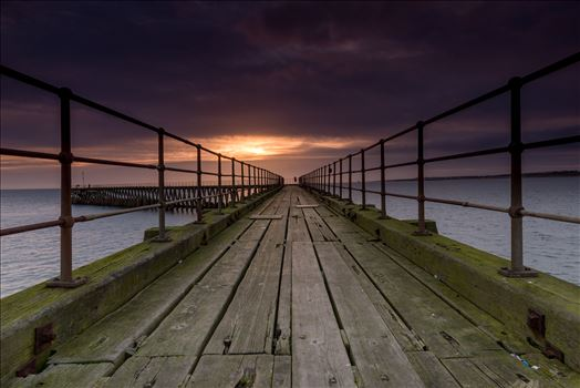 Blyth Pier, Northumberland by philreay