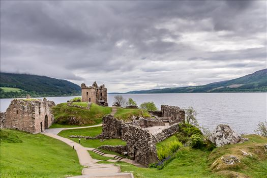 Urquart Castle, overlooking Loch Ness by philreay