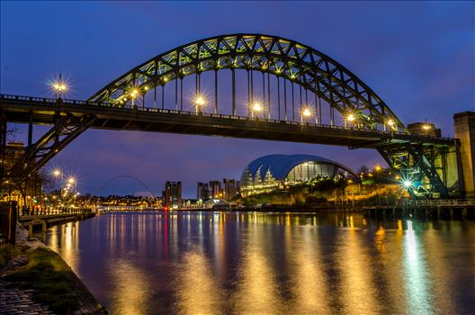 The Tyne at night by philreay