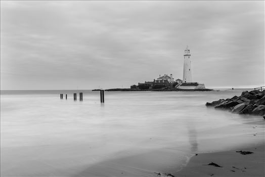 St Mary`s lighthouse, Whitley Bay (B&W) by philreay
