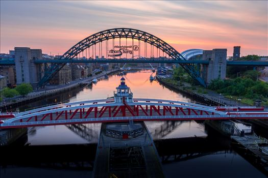 Sunrise over the Tyne by philreay