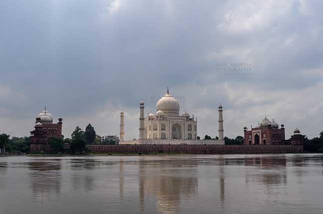 Monuments- Taj Mahal, Agra (India) Taj Mahal in rainy season with flooded river Yamuna water all arround at Agra, Uttar Pradesh, India. by Anil Sharma Fotography