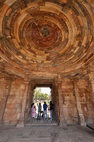 Monuments- Qutab Minar, New Delhi, India. Interior of a dome in the arcades close to the big minaret, Qutab Minar Complex, New Delhi, India. by Anil Sharma Fotography