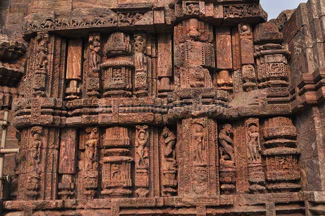 Monuments- Sun Temple Konark (Orissa) Richly carved sculptures of dancers at ancient Konark Sun Temple near Bhubaneswar, Orissa (India) by Anil Sharma Fotography