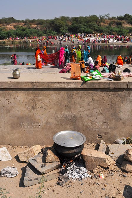 Fairs- Baneshwar Tribal Fair Baneshwar, Dungarpur, Rajasthan, India- February 14, 2011: Devotee's road side kitchen at Baneshwar, Dungarpur, Rajasthan, India. by Anil Sharma Fotography