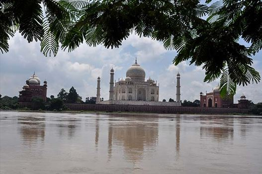 Monuments- Taj Mahal, Agra (India) by Anil
