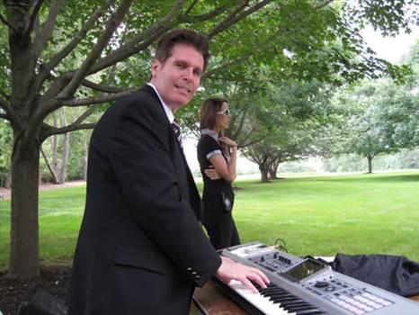 arnie-piano.jpg -