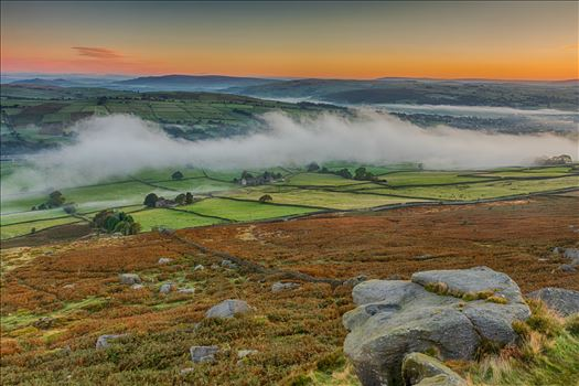 I just love getting up early on those Autumn mornings when the mist just hangs in the Aire Valley.  Vistas and mist are a landscape photographers dream