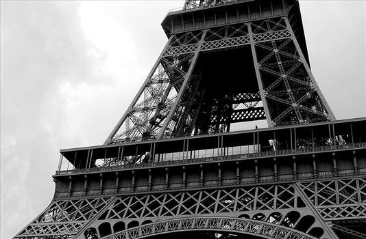 p1040294-eiffeltower-blkwhite.jpg by CLStauber Photography