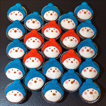 Xmas cupcakes - snowmen by Alison Wonderland Bakes