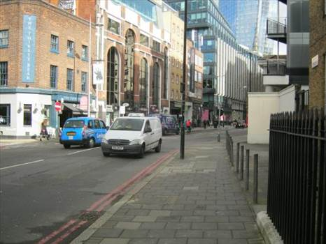 Widows 18.jpg - Dolly waits here and drives in front of the wages van: Stamford Street, Southwark, London